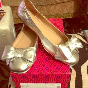 Beautiful Tory Burch Silver Divine Bow Driver 10